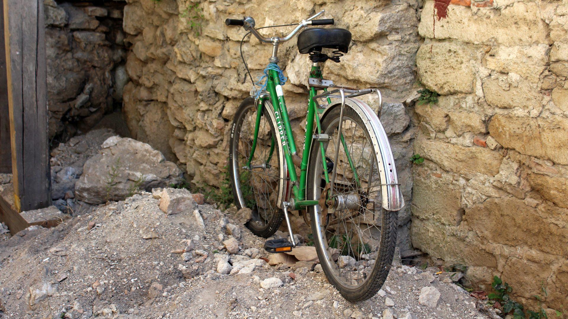 Меджибіж: крутить педалі та руйнується